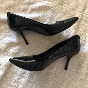 Gucci Black Patent Heels w/Gold Tone Locking GGs